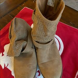 Camel slouchy ankle boots 9.5